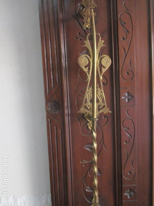 Antigüedades: Antiguo Mueble Recibidor Alfonsino - Paragüero de Nogal - Espejo - Perchas y Decoraciones en Bronce - Foto 10 - 180452223