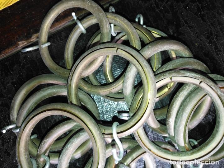 Antigüedades: 18 UNIDADES ANILLAS ARGOLLAS COLGAR CORTINAS EN METAL fino y gancho - Foto 4 - 170157556