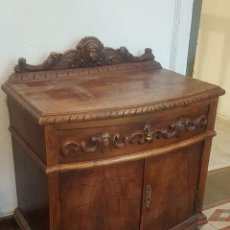 Antigüedades: MESILLA ESPAÑOLA EN MADERA DE CASTAÑO TALLADA. . Lote 170171840