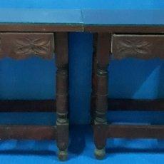 Antigüedades: PAREJA MESITAS DE NOCHE. Lote 170174146