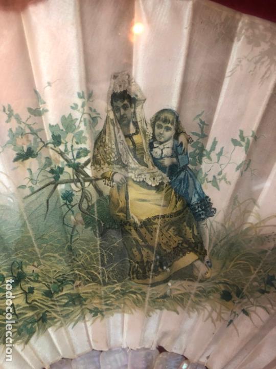 Antigüedades: PRECIOSO ABANICO DE NACAR Y SEDA SIGLO XIX - MEDIDA ABANIQUERA 54X35 CM - Foto 11 - 170192612
