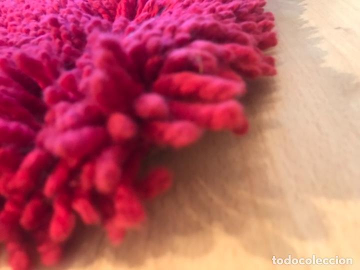 Antigüedades: antigua alfombra anudada a mano con lana larga 130x69 cm pcos s 20 excelente granate - Foto 5 - 170232384