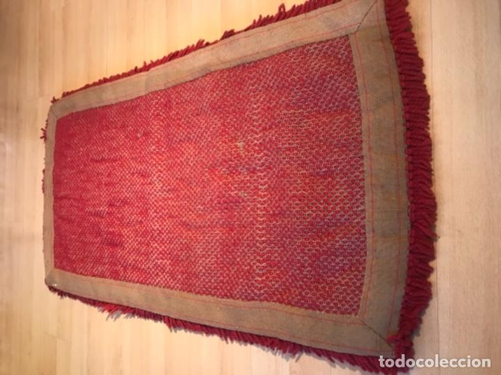 Antigüedades: antigua alfombra anudada a mano con lana larga 130x69 cm pcos s 20 excelente granate - Foto 7 - 170232384