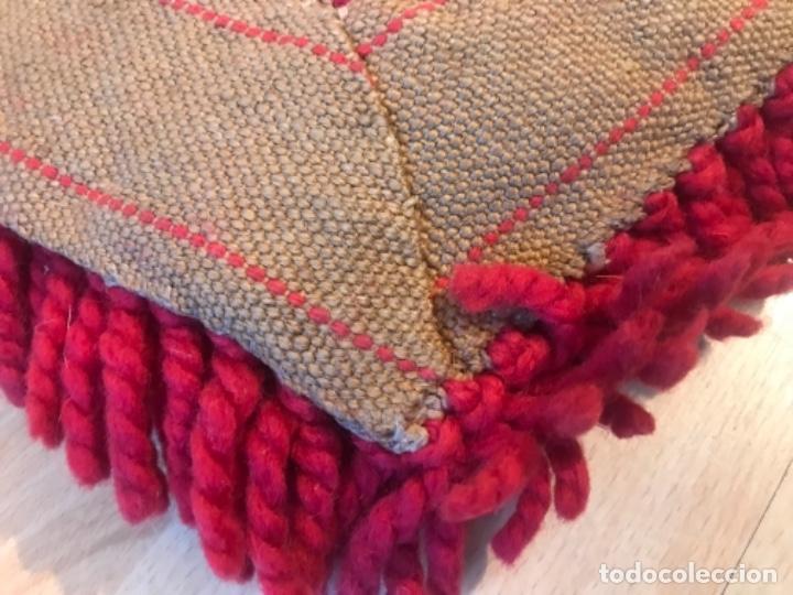 Antigüedades: antigua alfombra anudada a mano con lana larga 130x69 cm pcos s 20 excelente granate - Foto 8 - 170232384