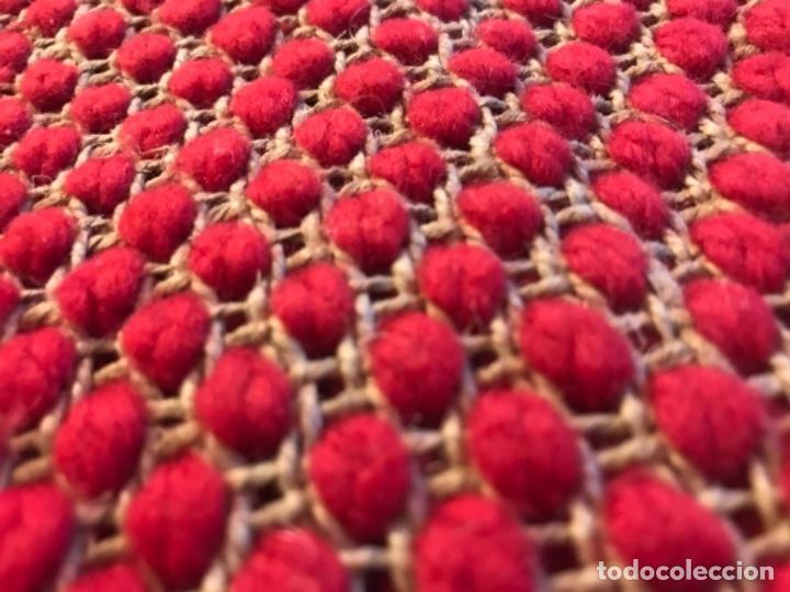 Antigüedades: antigua alfombra anudada a mano con lana larga 130x69 cm pcos s 20 excelente granate - Foto 14 - 170232384