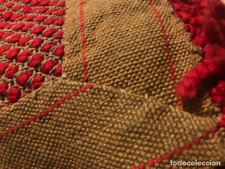 Antigüedades: antigua alfombra anudada a mano con lana larga 130x69 cm pcos s 20 excelente granate - Foto 19 - 170232384