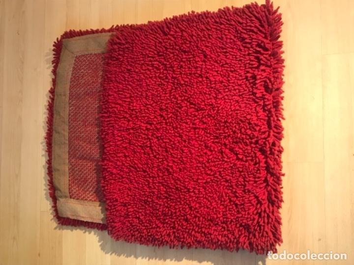 Antigüedades: antigua alfombra anudada a mano con lana larga 130x69 cm pcos s 20 excelente granate - Foto 20 - 170232384
