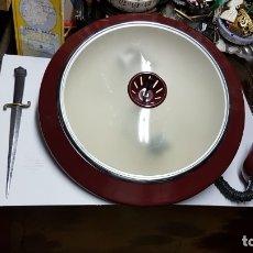 Antigüedades: LAMPARA FASE ANTIGUA DE TECHO EN ROJO,MUY RARA,AÑOS 60 APROX. Lote 170241569