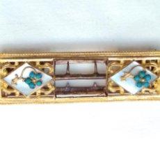 Antigüedades: HEBILLA SIGLO XIX BRONCE AL MERCURIO Y NÁCAR. Lote 170259810