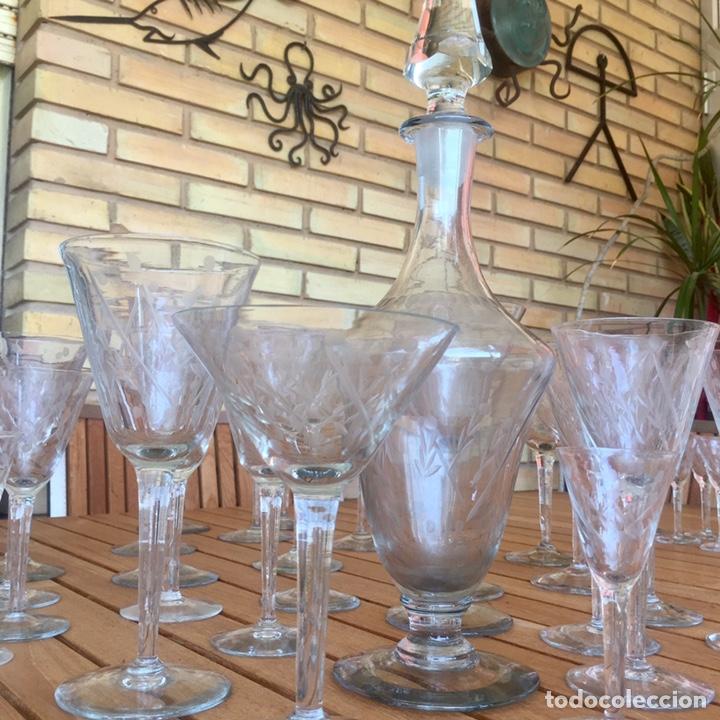 CRISTALERÍA ANTIGUA 47 COPAS + BOTELLA Y JARRA EN CRISTAL FINO TALLADO (Antigüedades - Cristal y Vidrio - Otros)