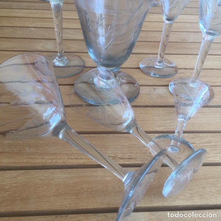 Antigüedades: Cristalería Antigua 47 copas + botella y jarra en cristal fino tallado - Foto 2 - 170263518