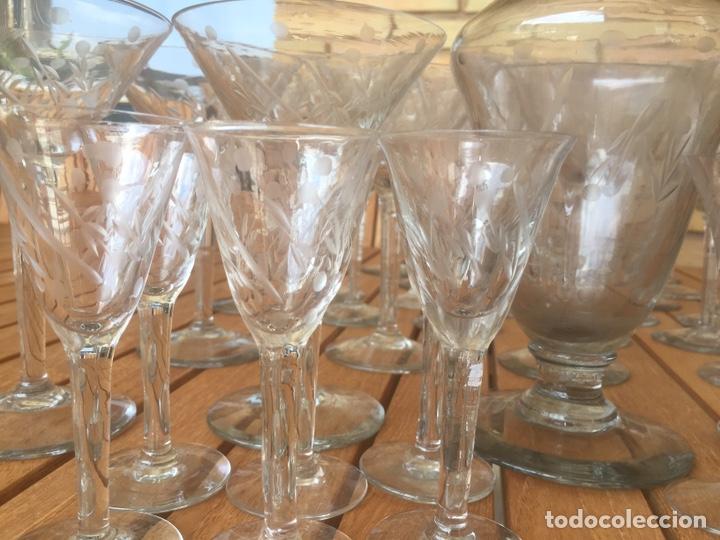 Antigüedades: Cristalería Antigua 47 copas + botella y jarra en cristal fino tallado - Foto 6 - 170263518