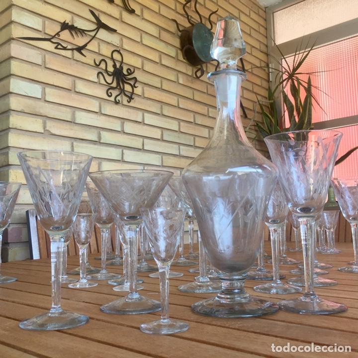 Antigüedades: Cristalería Antigua 47 copas + botella y jarra en cristal fino tallado - Foto 8 - 170263518