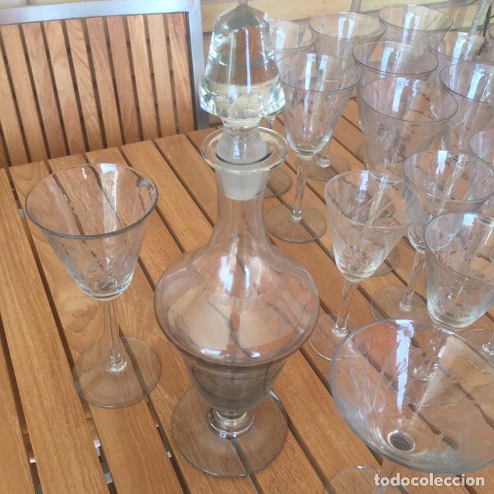 Antigüedades: Cristalería Antigua 47 copas + botella y jarra en cristal fino tallado - Foto 11 - 170263518