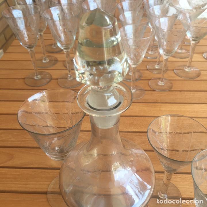 Antigüedades: Cristalería Antigua 47 copas + botella y jarra en cristal fino tallado - Foto 12 - 170263518