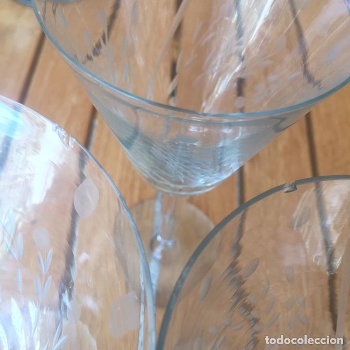 Antigüedades: Cristalería Antigua 47 copas + botella y jarra en cristal fino tallado - Foto 13 - 170263518