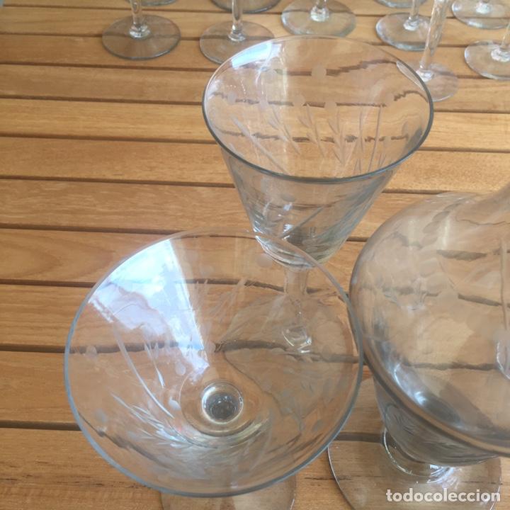 Antigüedades: Cristalería Antigua 47 copas + botella y jarra en cristal fino tallado - Foto 14 - 170263518