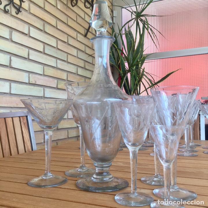 Antigüedades: Cristalería Antigua 47 copas + botella y jarra en cristal fino tallado - Foto 16 - 170263518