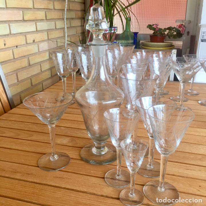 Antigüedades: Cristalería Antigua 47 copas + botella y jarra en cristal fino tallado - Foto 18 - 170263518