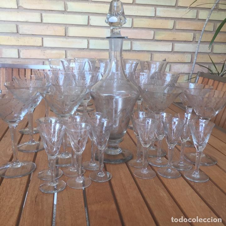 Antigüedades: Cristalería Antigua 47 copas + botella y jarra en cristal fino tallado - Foto 20 - 170263518