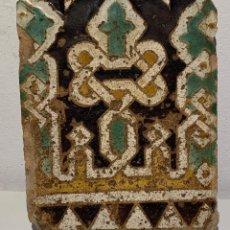 Antigüedades: ANTIGUO AZULEJO, TRABAJO HISPANO-MUSULMÁN, SEVILLA, SIGLO XIV- XV. Lote 170263564