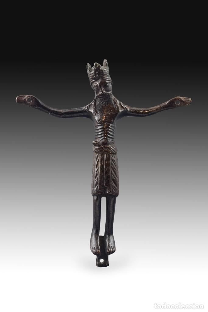 CRISTO, SIGUIENDO MODELOS ROMÁNICOS. COBRE. SIGLO XIX. (Antigüedades - Religiosas - Ornamentos Antiguos)