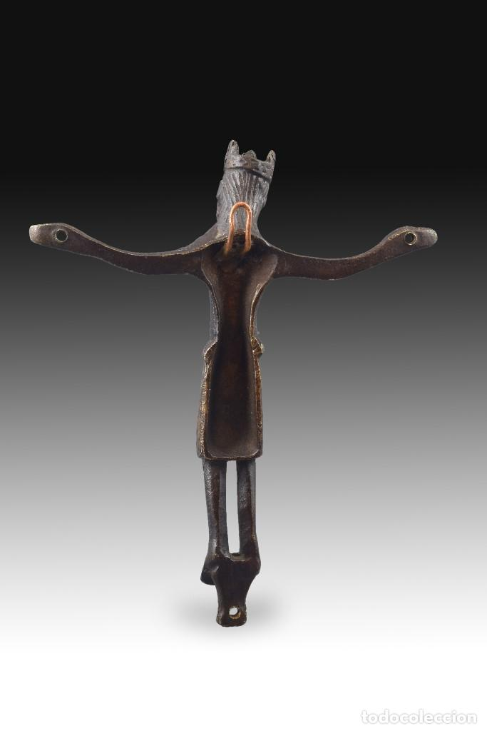 Antigüedades: Cristo, siguiendo modelos Románicos. Cobre. Siglo XIX. - Foto 2 - 170265624