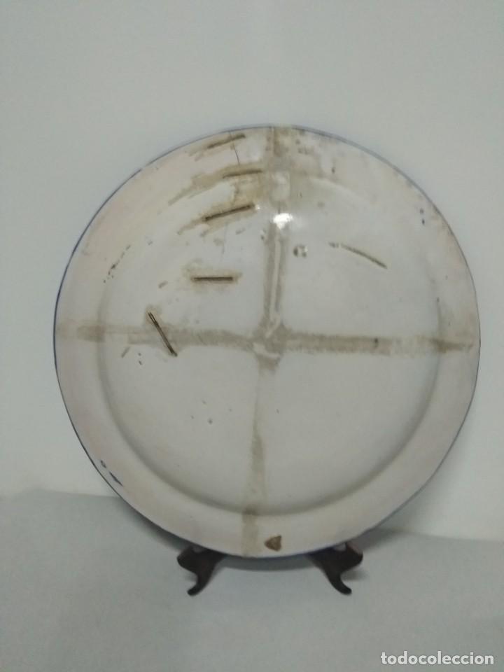 Antigüedades: Precioso plato lañado de Manises azul profundo, siglo XIX. 31 cm. - Foto 2 - 170266924