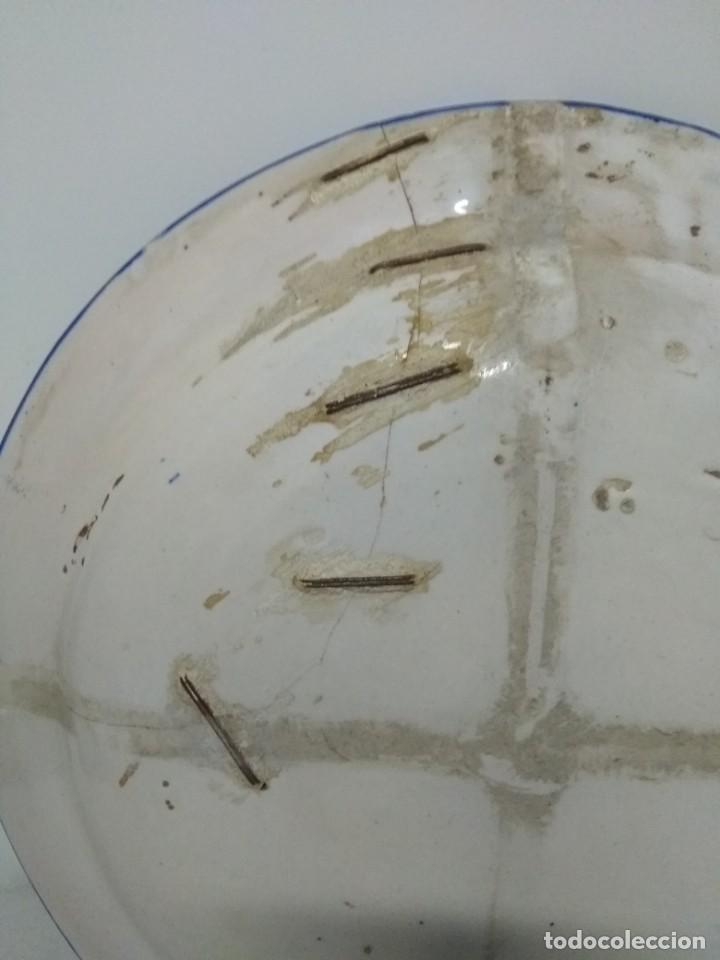 Antigüedades: Precioso plato lañado de Manises azul profundo, siglo XIX. 31 cm. - Foto 3 - 170266924