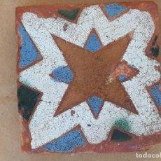 Antigüedades: AZULEJO ANTIGUO DE SEVILLA - ARISTA - ARABE / MUDEJAR - SIGLO XV - XVI -OLAMBRILLA.. Lote 170277192
