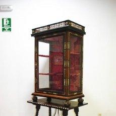 Antigüedades: VITRINA ANTIGUA SIGLO XIX MADERA Y APLICACIONES DE HUESO. Lote 170296596