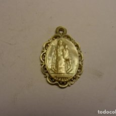 Antigüedades: ANTIGUA MEDALLA RELIGIOSA DE LA VIRGEN MARIA CON NIÑO, DE NACAR, SIGLO XVII.. Lote 170310480