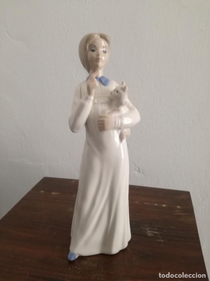 Antigüedades: Figurita de Niña con Gatito hecha a Mano. Tengra - Foto 2 - 170311588
