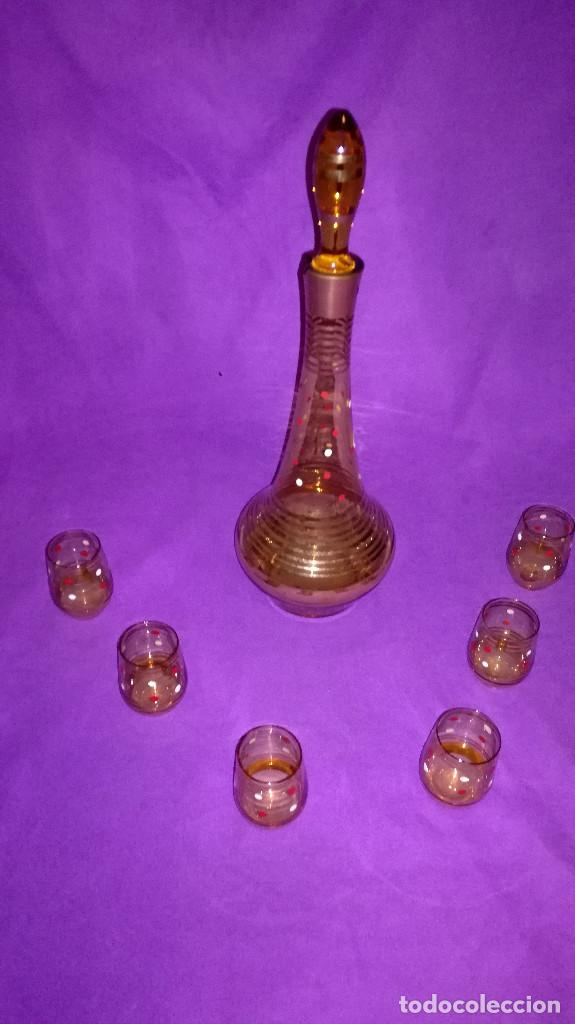34-LICORERA DE CRISTAL AMBAR MAS 6 VASITOS (Antigüedades - Cristal y Vidrio - Otros)