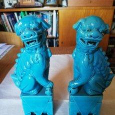 Antigüedades: PAREJA PERROS GUARDIANES FOO, PORCELANA CHINA AZUL. Lote 170332180