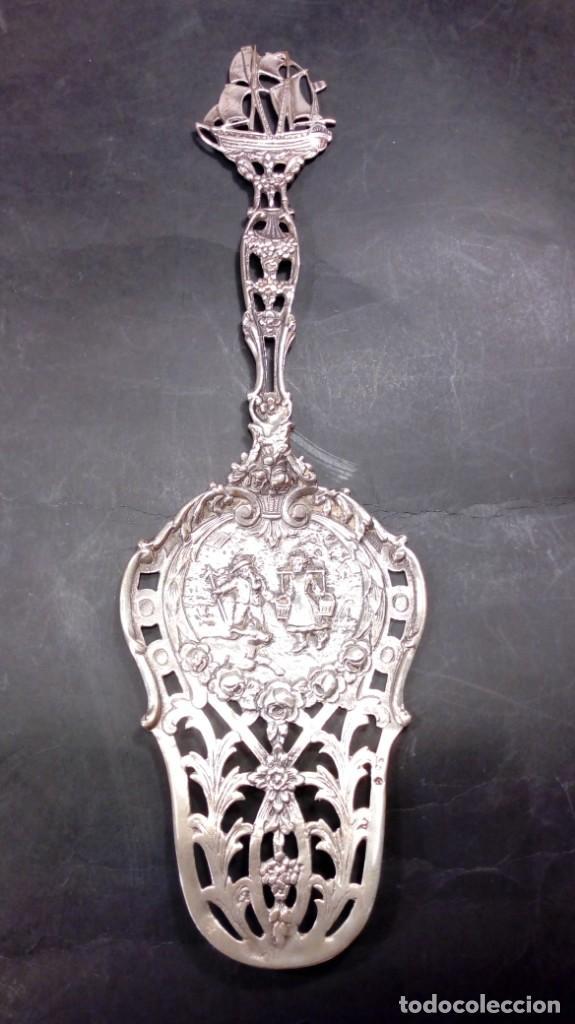 Antigüedades: PALA ORNAMENTAL EN PLATA DE LEY CALADA Y RICAMENTE CINCELADA. S. XIX. - Foto 2 - 170333600