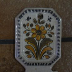 Antigüedades: BENDITERA PORCELANA CATALANA. Lote 170347972