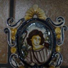 Antigüedades: BENDITERA DE PORCELANA CATALANA ARQUERO. Lote 170348256