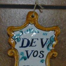 Antigüedades: BENDITERA DE PORCELANA CATALANA DE V VOS GVARD. Lote 170348652