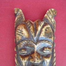 Antigüedades: MÁSCARA AFRICANA DE HUESO. 10,8 CM.. Lote 170366716