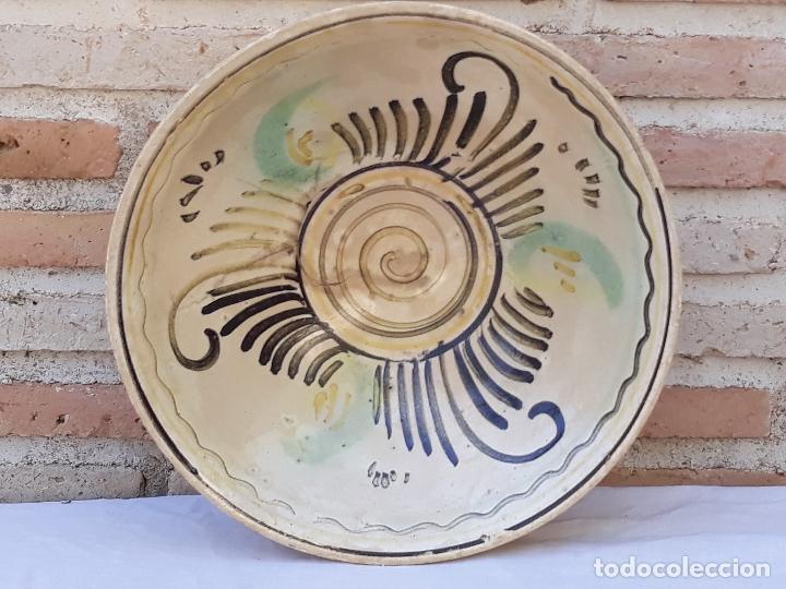 Antigüedades: CUENCO GRANDE ANTIGUO EN CERAMICA DE PUENTE DEL ARZOBISPO ( TOLEDO ) - Foto 5 - 170376676