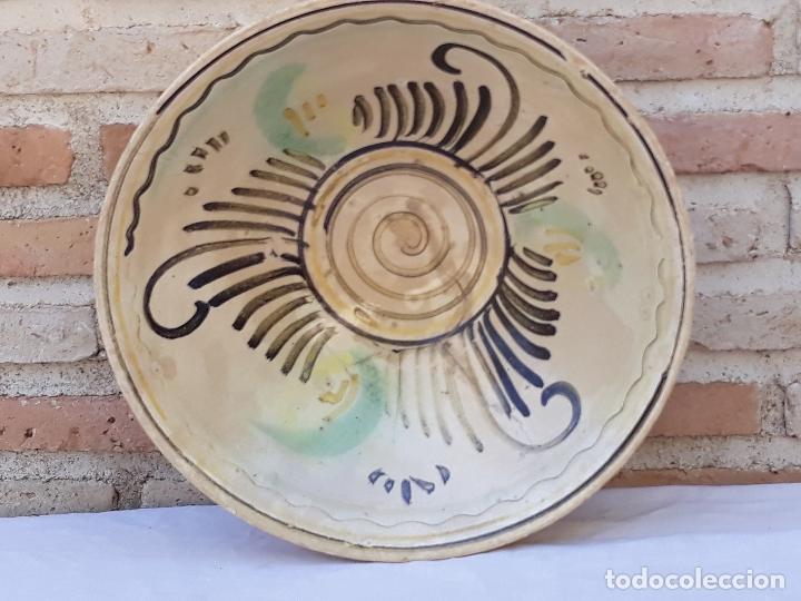 CUENCO GRANDE ANTIGUO EN CERAMICA DE PUENTE DEL ARZOBISPO ( TOLEDO ) (Antigüedades - Porcelanas y Cerámicas - Puente del Arzobispo )