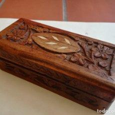 Antigüedades: ANTIGUA CAJA DE LA INDIA EN MADERA TALLADA CON INCRUSTACIONES DE HUESO - MEDIDA: 14 X 6 X 4,5 CM. Lote 170405968