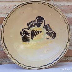 Antigüedades: CUENCO GRANDE ANTIGUO EN CERAMICA PINTADA Y VIDRIADA DE PUENTE DEL ARZOBISPO ( TOLEDO ). Lote 170431720