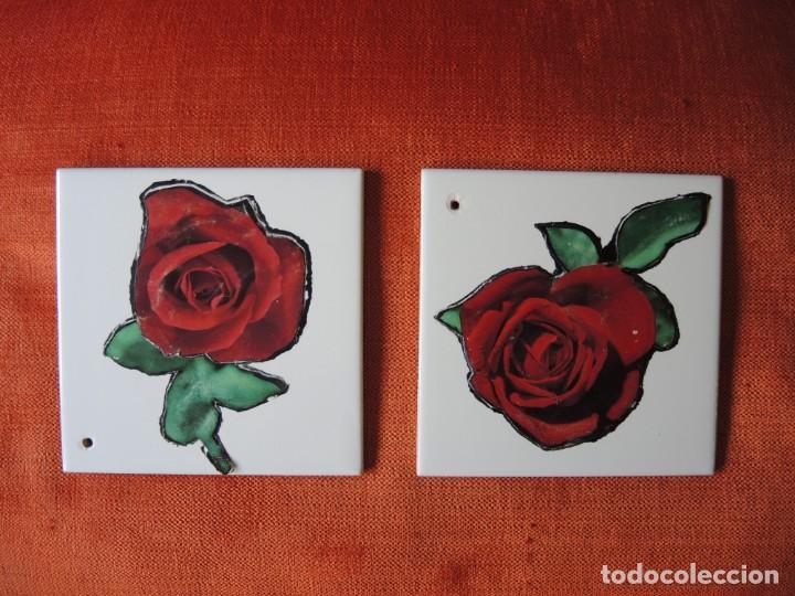 LOTE 2 AZULEJOS CON RECORTES DECORATIVOS / ARIZONDA, S.L. / A PARTIR 1967 (Antigüedades - Porcelanas y Cerámicas - Azulejos)