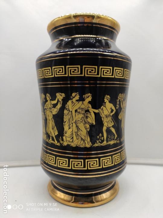 Antigüedades: Excelente jarron antiguo en porcelana elaborado en grecia y pintado en oro de 24 quilates. - Foto 3 - 170438948