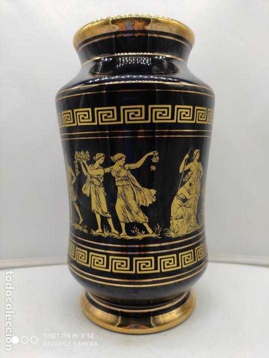 Antigüedades: Excelente jarron antiguo en porcelana elaborado en grecia y pintado en oro de 24 quilates. - Foto 4 - 170438948