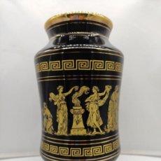 Antigüedades: EXCELENTE JARRON ANTIGUO EN PORCELANA ELABORADO EN GRECIA Y PINTADO EN ORO DE 24 QUILATES.. Lote 170438948