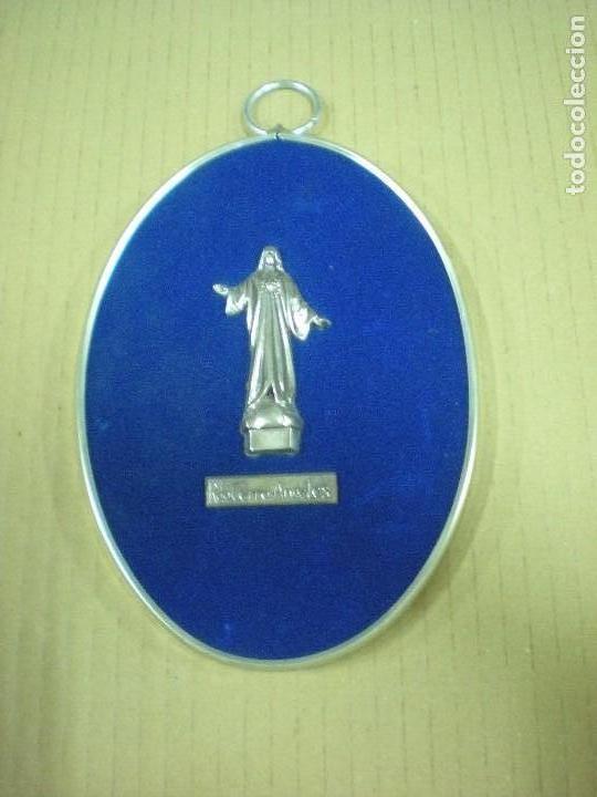 RECUERDO CRISTO DEL CERRO DE LOS ANGELES 18X12,5CM Y CRISTO 7X3CM (Antigüedades - Religiosas - Varios)