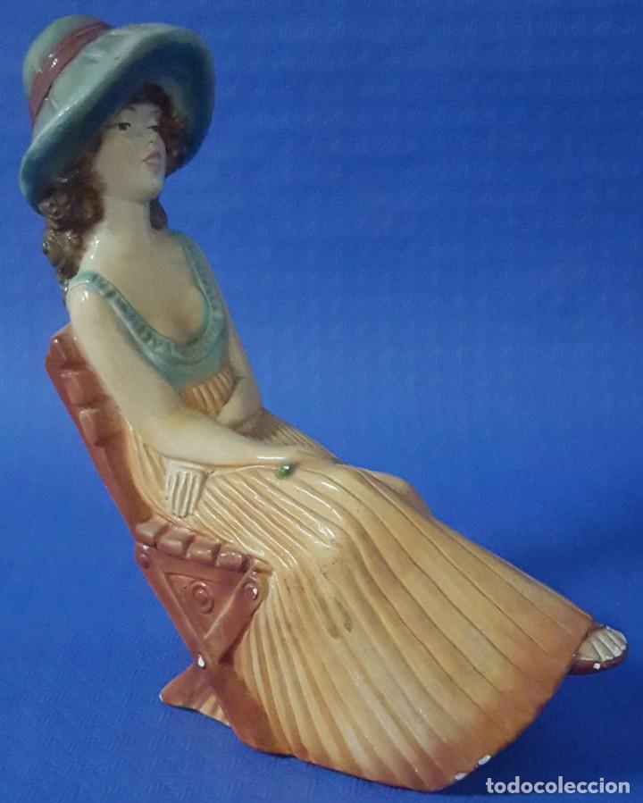 FIGURA MUJER SENTADA (Antigüedades - Hogar y Decoración - Figuras Antiguas)